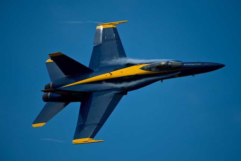 تصویر نمایش هوایی جنگنده اف 18 هورنت