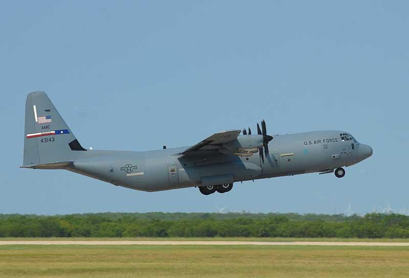 دانلود عکس تیک آف هواپیمای باری سی 130