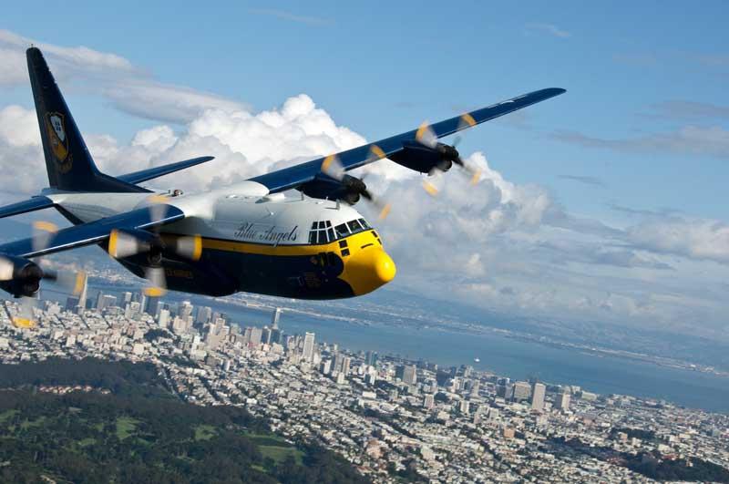 عکس نمایش هوایی هواپیمای باری سی 130