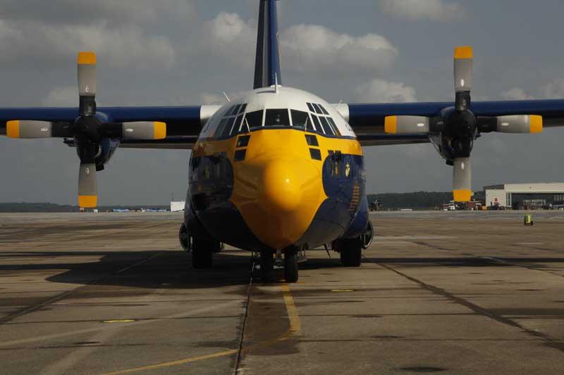 دانلود عکس هواپیمای باری سی 130 فرشتگان آبی
