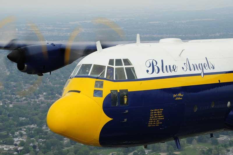 عکس گرافیکی نمایش هوایی هواپیمای باری سی 130