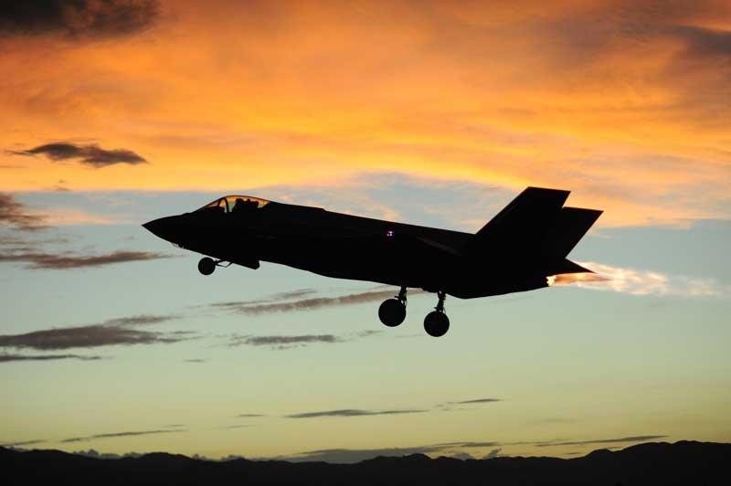 دانلود تصویر تیک آف جنگنده اف 35 لایتنینگ