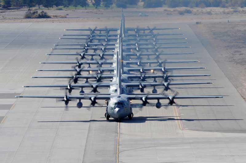 عکس باکیفیت هواپیماهای باری سی 130 روی باند پرواز