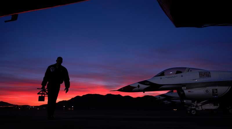 دانلود تصویر جنگنده های اف 16 فالکن و غروب آفتاب