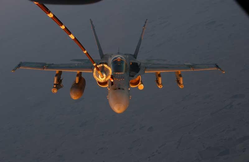 تصویر سوختگیری هوایی جنگنده اف 18 هورنت