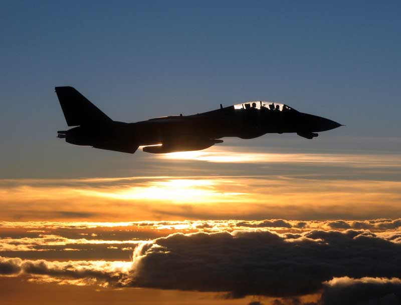 تصویر جنگنده اف 14 تامکت در غروب آفتاب