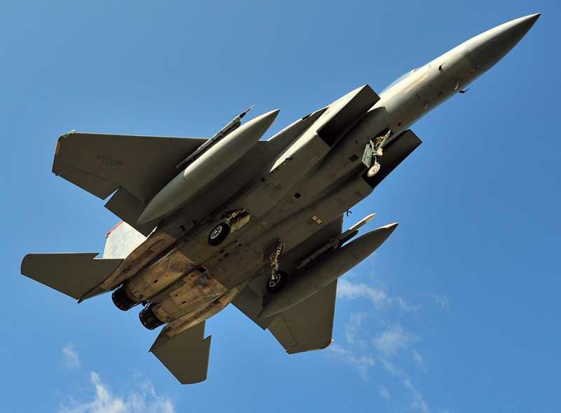 تصویر جنگنده اف 15 ایگل از نمای پایین