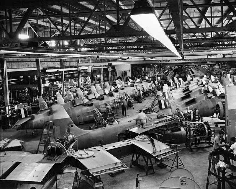 تصویر کارخانه ساخت هواپیما