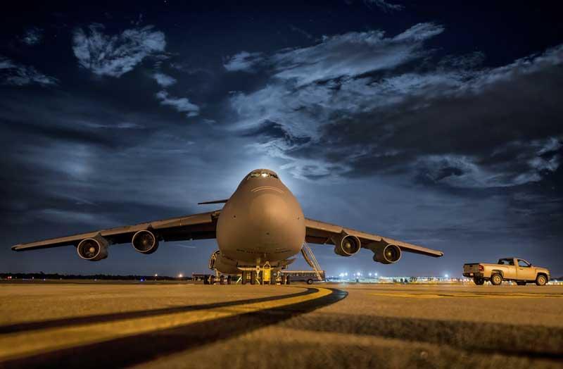 دانلود عکس هواپیمای باری سی-۵ گالکسی روی باند پرواز