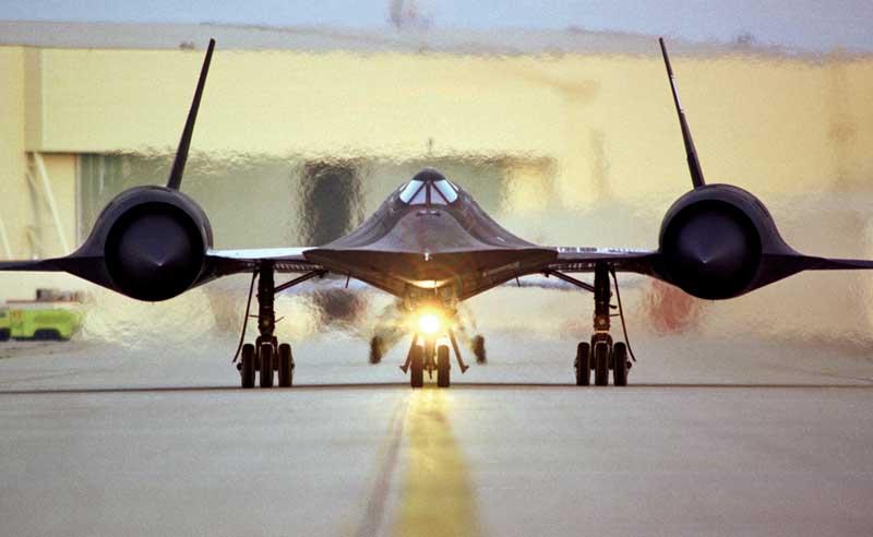 تصویر هواپیمای شناسایی اسآر-71 روی باند پرواز