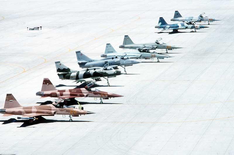 تصویر انواع جنگنده روی باند پرواز