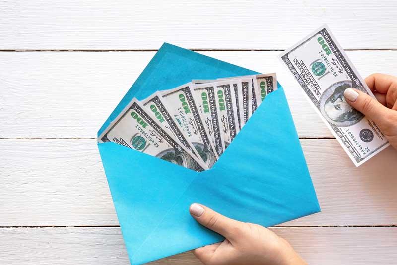 دانلود تصویر اسکناس های 100 دلاری داخل پاکت