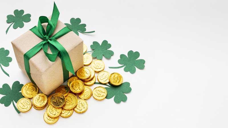 دانلود تصویر سکه های طلا و جعبه کادو