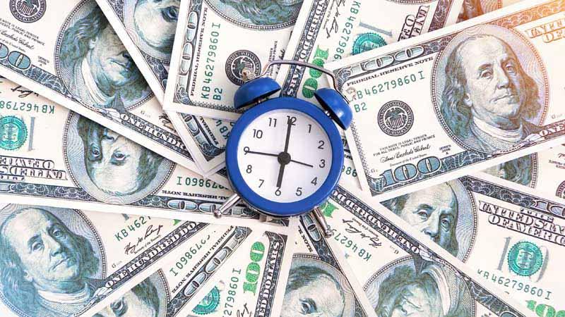 دانلود تصویر اسکناس های 100 دلاری و ساعت رومیزی