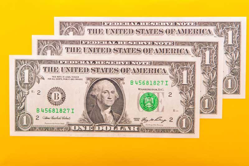 دانلود تصویر اسکناس های 1 دلاری از نمای بالا