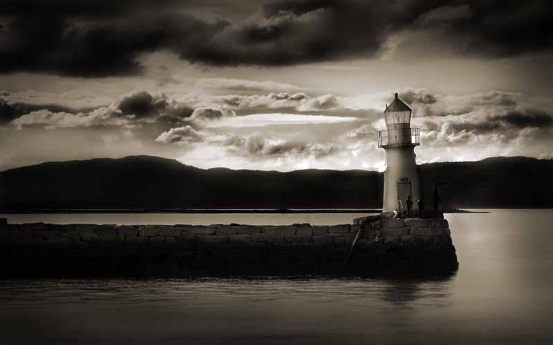 تصویر سیاه و سفید فانوس دریایی