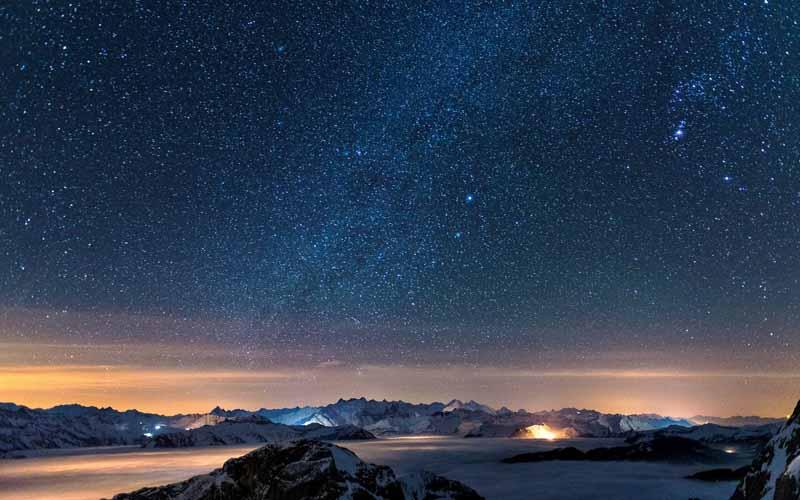 تصویر باکیفیت آسمان ستاره ها در قطب