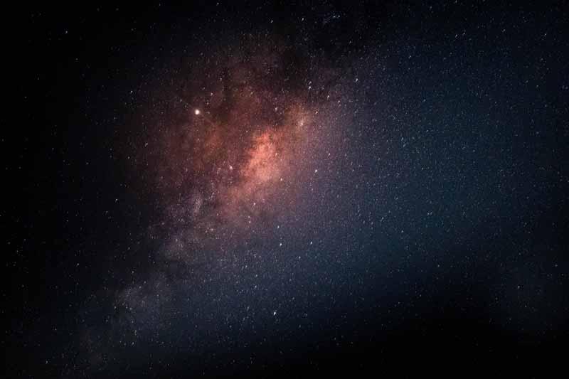 عکس باکیفیت ستاره های ریز در آسمان شب و کهکشان راه شیری