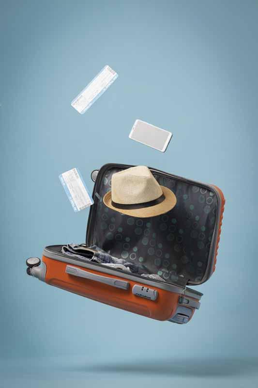 دانلود تصویر بلیط هواپیما و چمدان