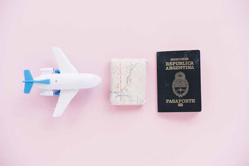 دانلود تصویر با کیفیت بلیط هواپیما و پاسپورت